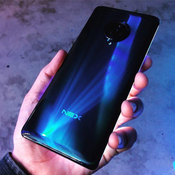 Vivo NEX 3 sports a glossy black back cover