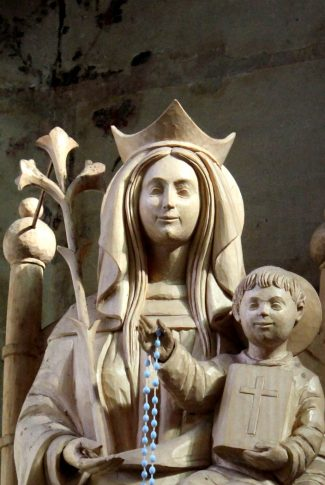 Nice and simple, beautiful sculpture of Mother and Child.