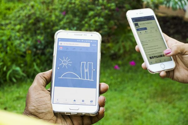 socmed_smartphone