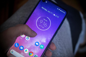 The Best Motorola Phones in 2020 [Reviews & Comparison]