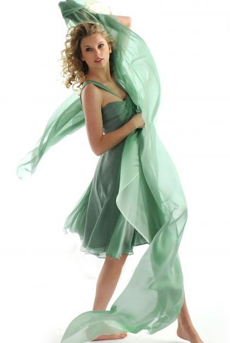 A wallpaper of Taylor Swift barefoot and wearing a green dress for a CoverGirl ad shoot.
