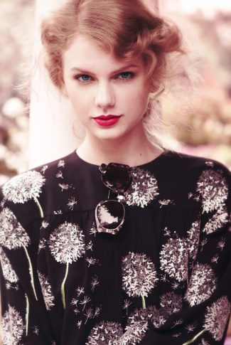 A portrait wallpaper of Taylor Swift in soft focus for a Teen Vogue photoshoot.