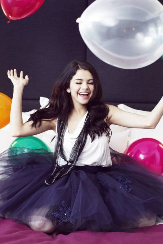 An adorable wallpaper of Selena Gomez in a black and white outfit surrounded by colorful balloons.